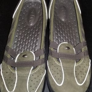 Privo By Clarks Green Leather Mary Jane Casual